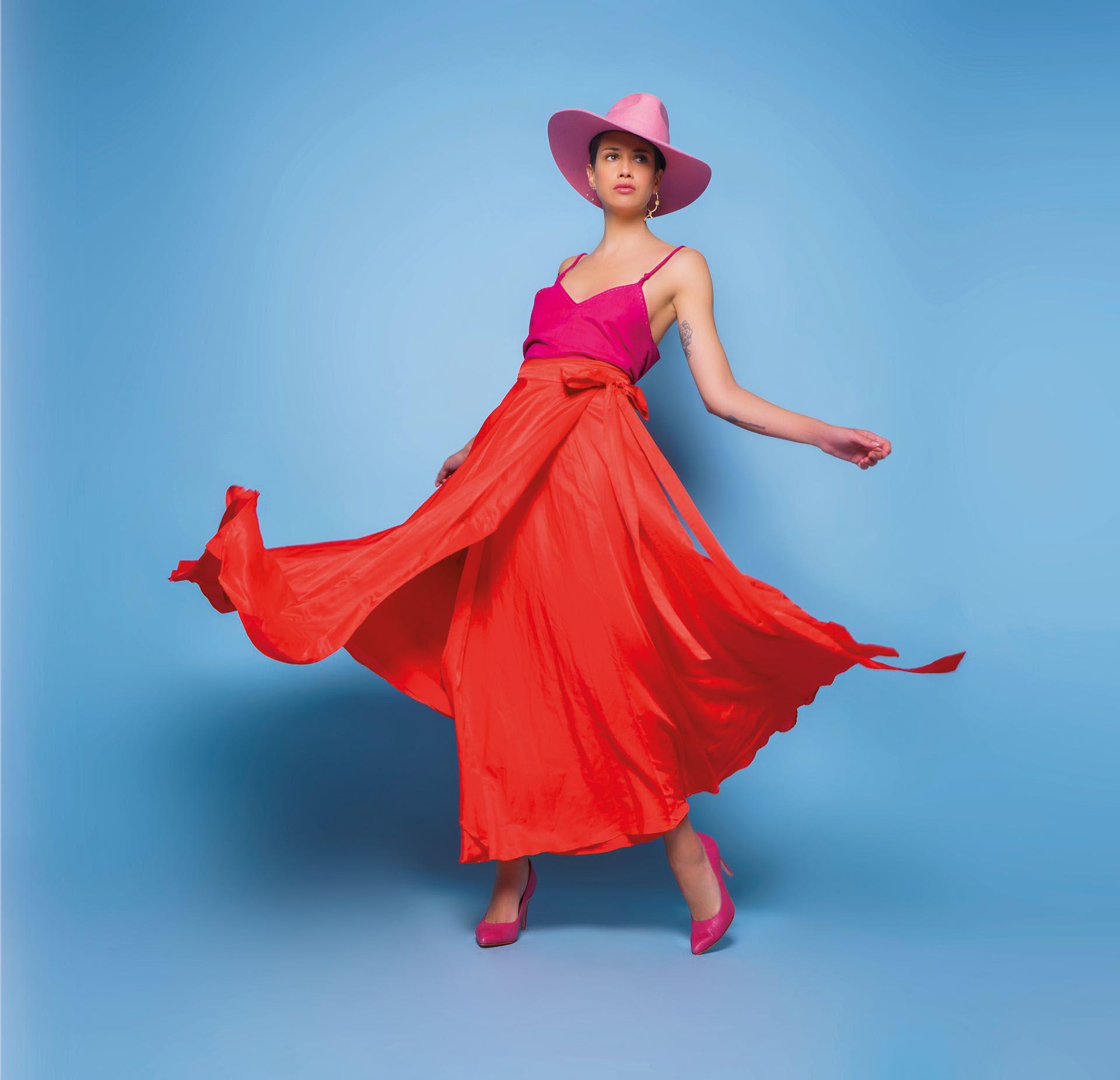 Top de gamuza y faldaamplia (Cher) y stilettosde cuero grabado ($ 4.600, Saverio Di Ricci).Foto: Juan Jauregui/ Para Ti