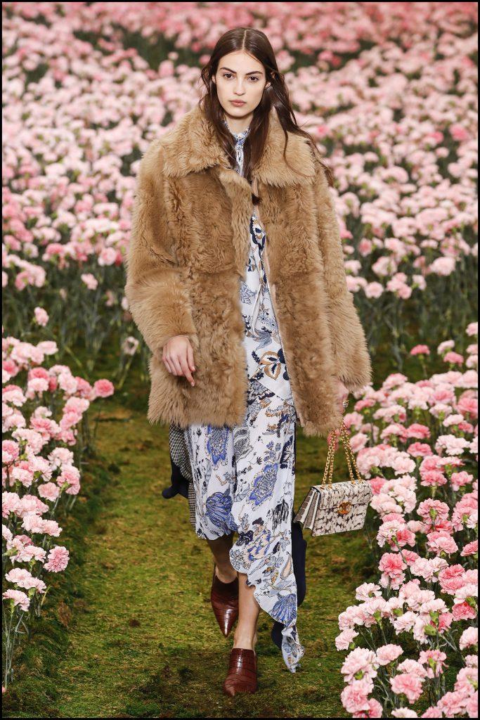 Camille Hurel - DÈfilÈ de mode Tory Burch lors de la Fashion Week de New York City, New York, Etats-Unis, le 9 fÈvrier 2018. Tory Burch Fall Winter 2018 Fashion Show during New York Fashion Week at Bridge Market in New York, NY, USA on February 9, 2018.