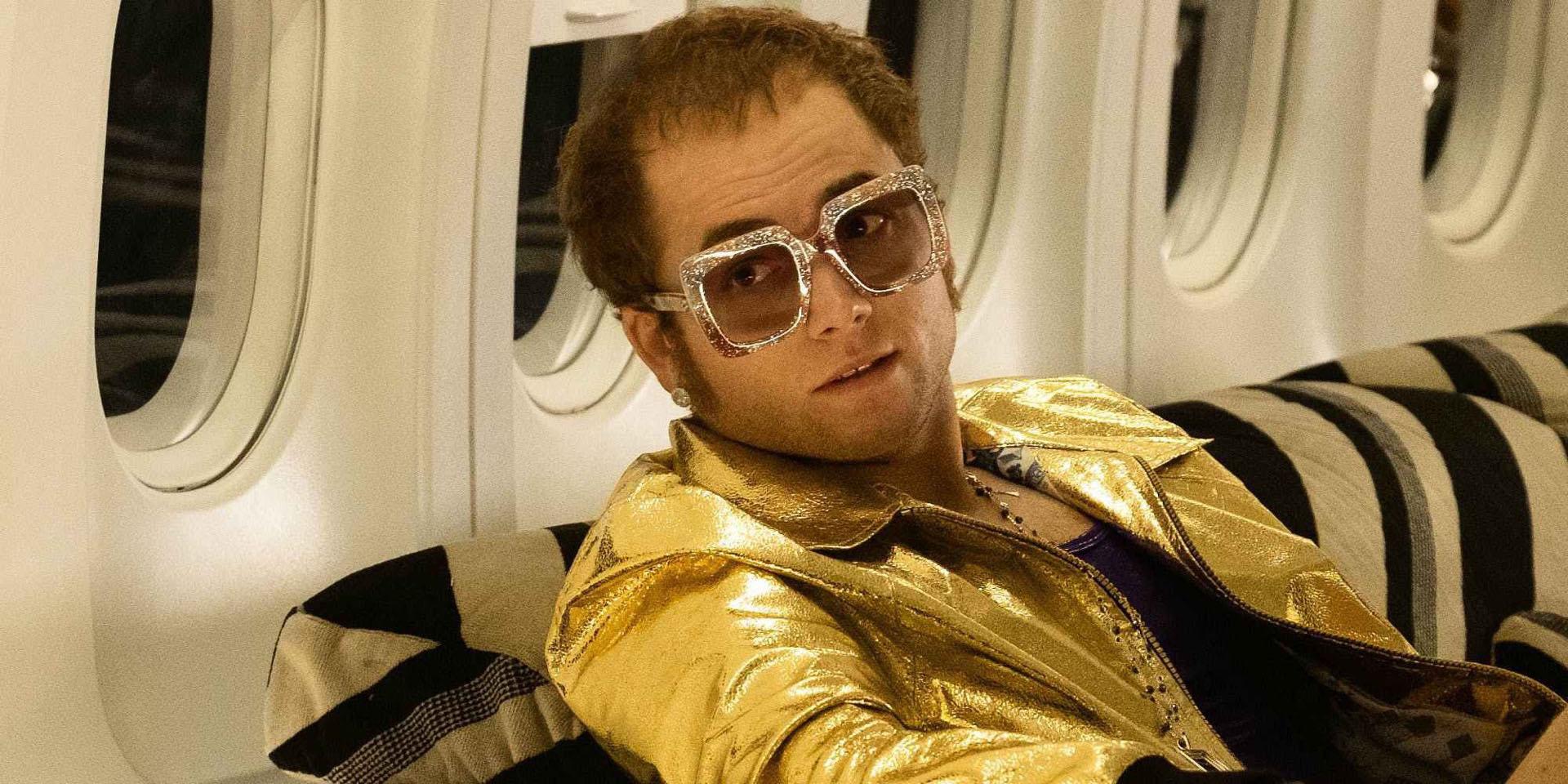 La película Rocketman se anima a exhibir el lado más extravagante y escandaloso de Elton John, magistralmente interpretado por Taron Egerton.