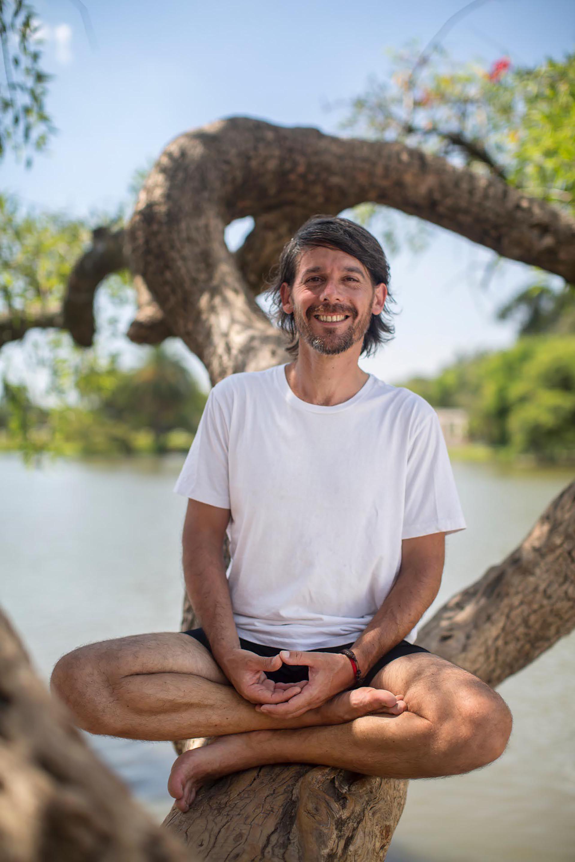 Paso a paso: aprendé el Saludo al Sol, un ritual para el bienestar y la salud