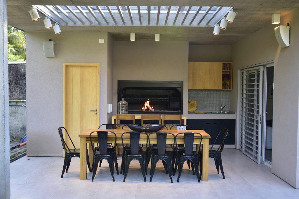 Una casa moderna para vivir todo el a o para ti for Casa moderna quincho