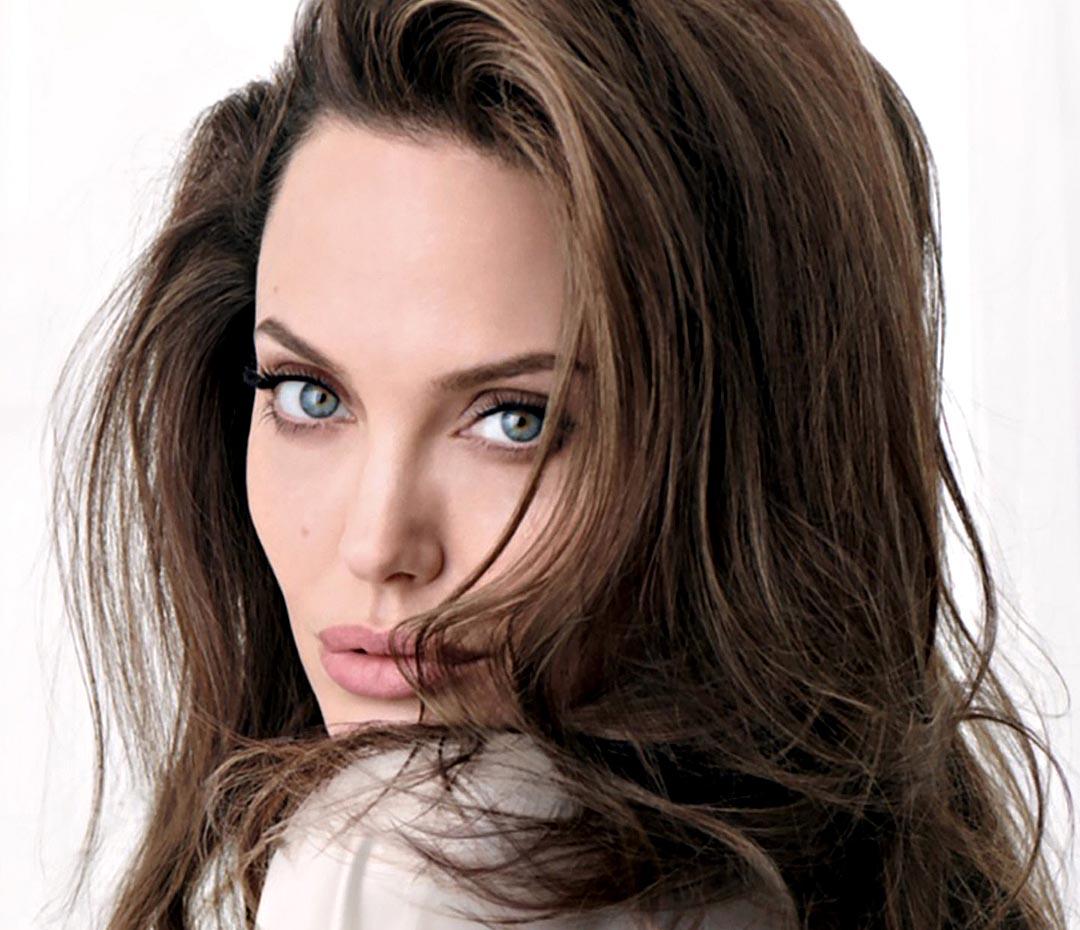 Angelina Jolie brilla... y hace temblar