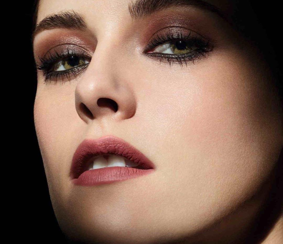 Kristen Stewart reinterpreta el blanco y el negro para Chanel