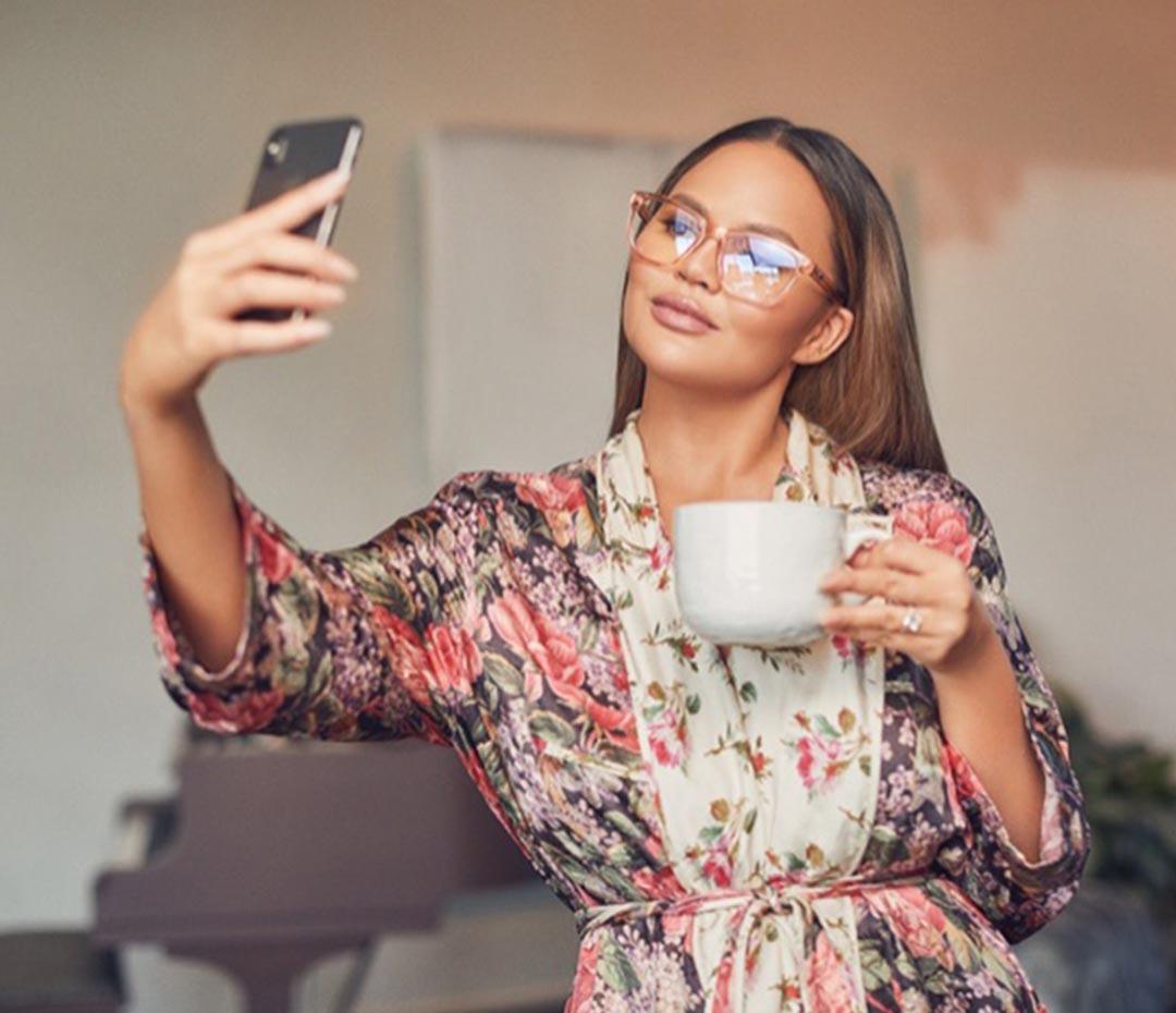 Chrissy Teigen: una influencer contra los efectos de las pantallas de celulares