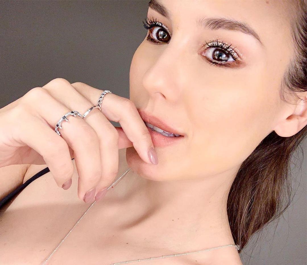Luli Fernández te enseña a maquillarte para una fiesta (y te resuelve un beauty look de alto impacto)
