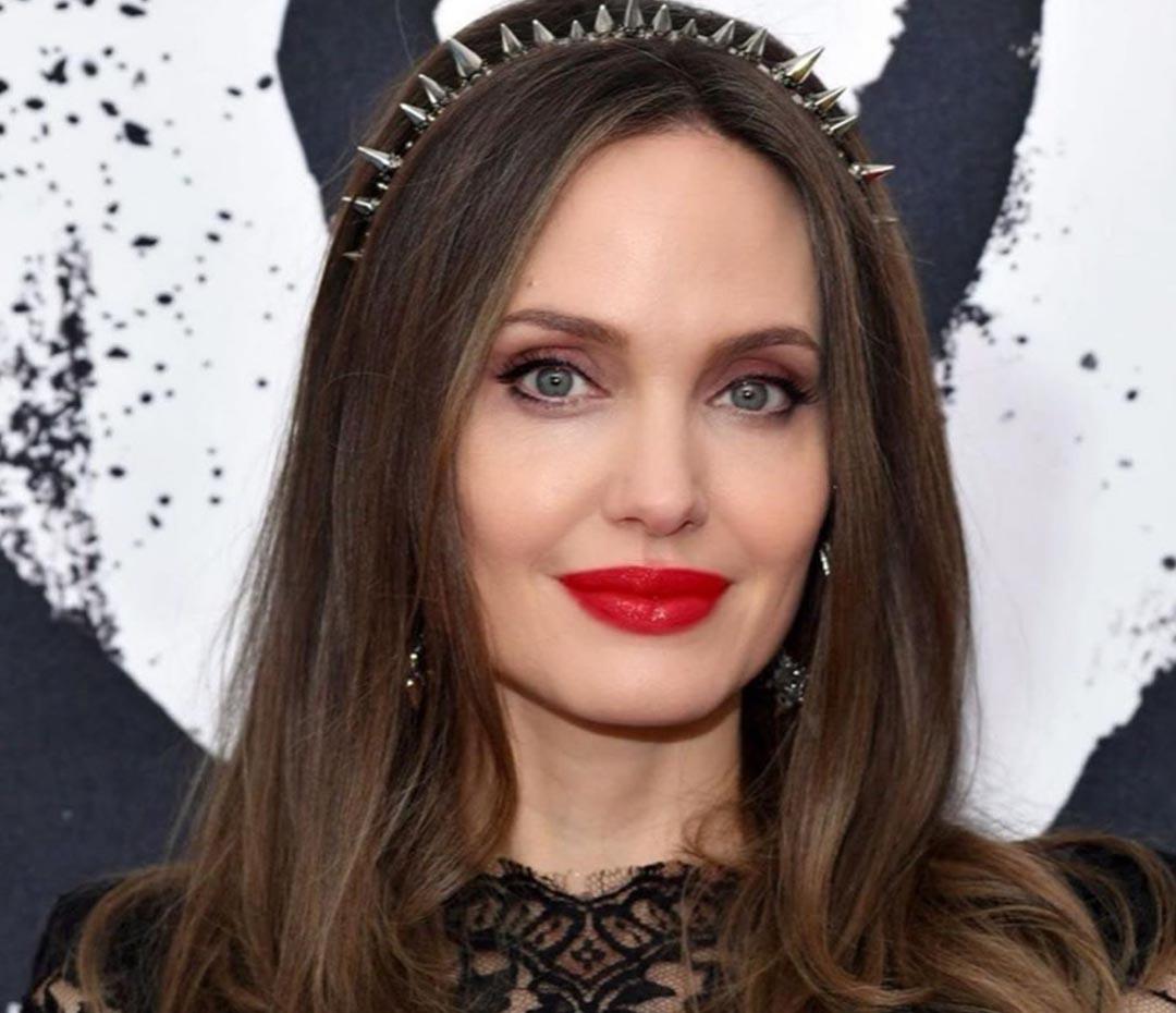 El recurso que usó Angelina Jolie es tendencia y mantiene tu pelo a raya