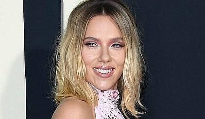 Scarlett Johansson con nuevo corte de pelo y ¡las mechas que todas quieren!