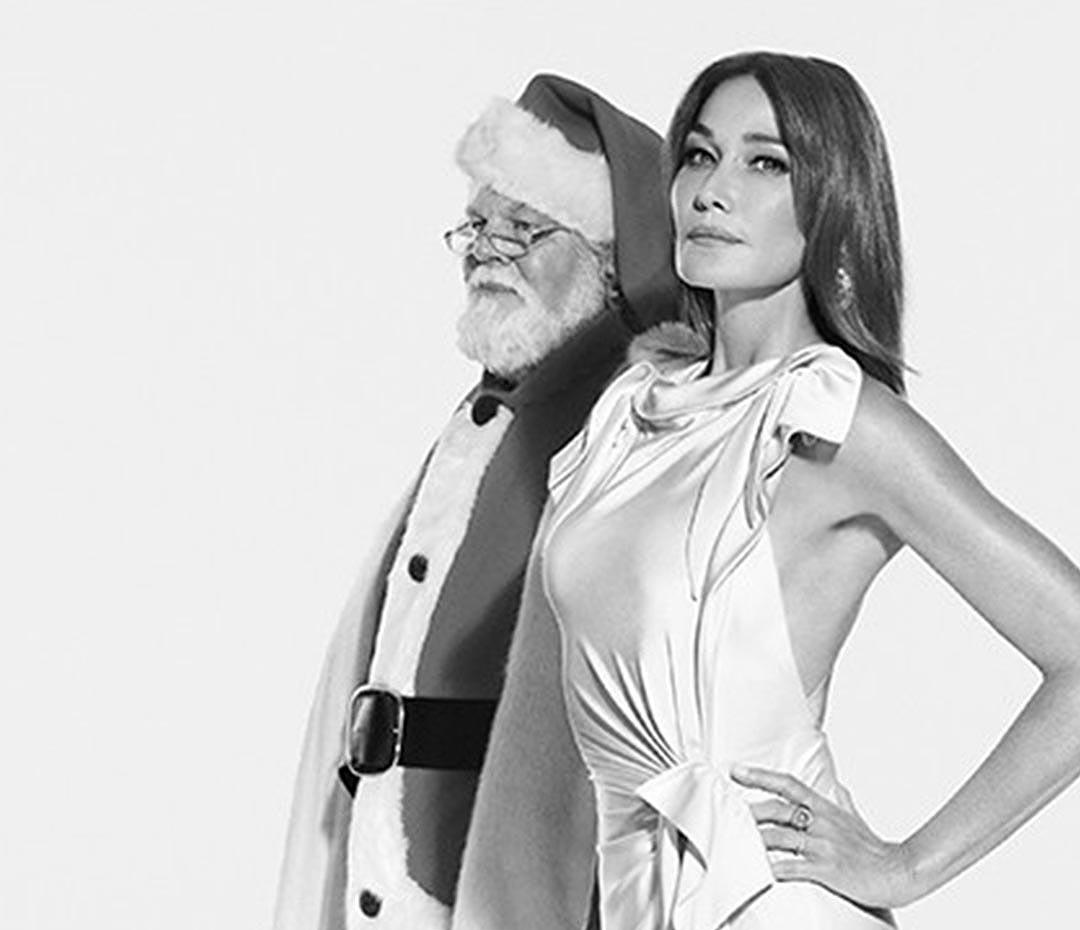 Carla Bruni ya celebra la Navidad (entre el fútbol y Papá Noel)