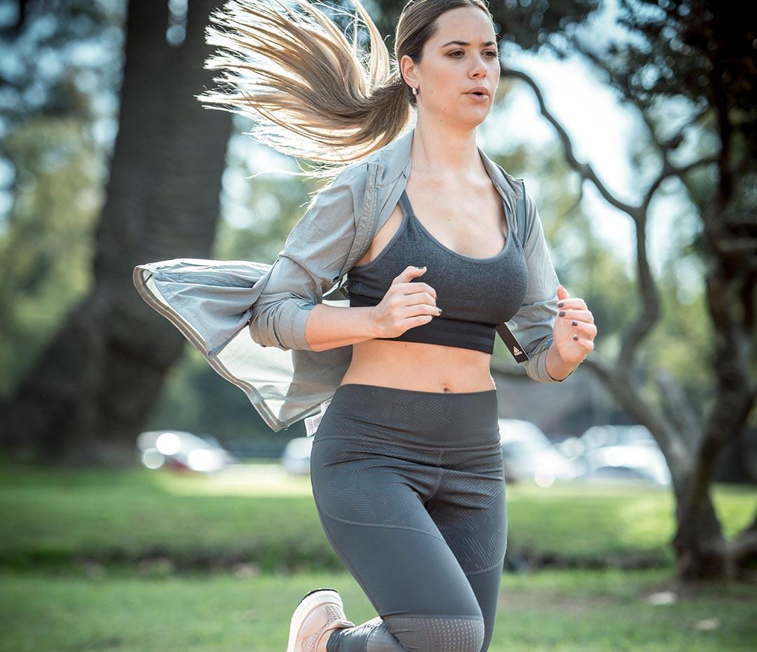"""Un look de Flor Fernández """"la bloguera healthy"""" para salir a correr"""