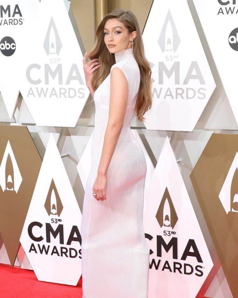 Gigi Hadid en los CMA Awards 2019