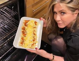 JENNIFER ANISTON COCINA THANKSGIVING