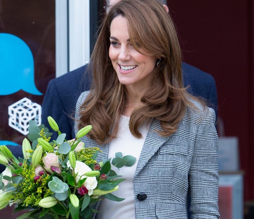 Kate Middleton se apuntó al estilo working girl con el ítem perfecto (que todas deberíamos tener)
