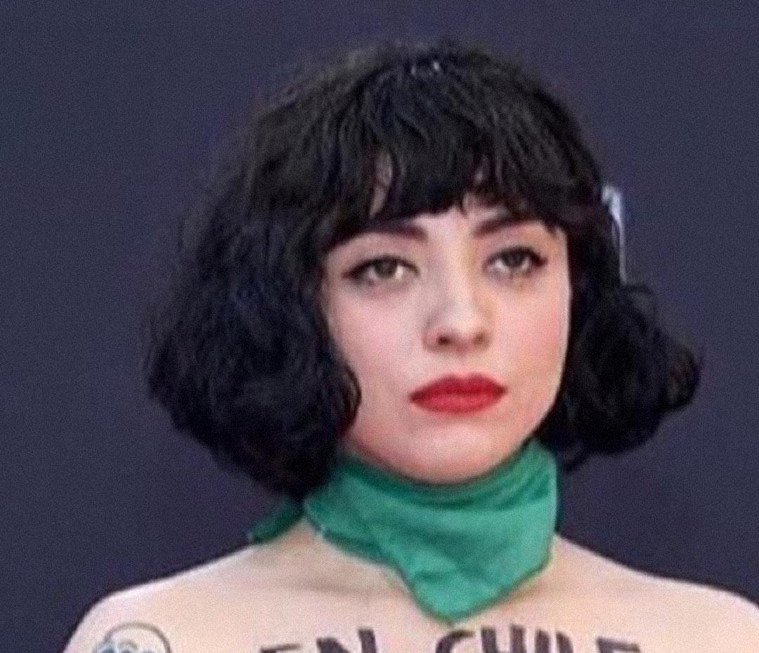 Mon Laferte: la artista chilena que alzó la voz de protesta (y puso el cuerpo) en la fiesta de los Latin Grammy