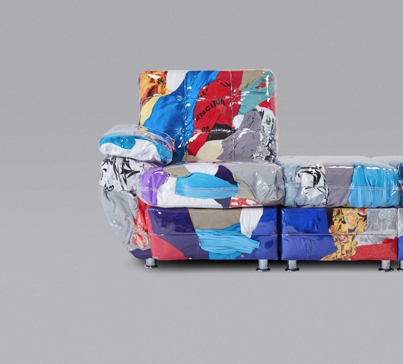 Con un sofá, Balenciaga da cátedra de sustentabilidad en Miami Art Basel
