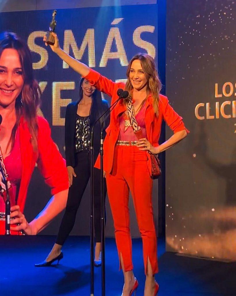 Verónica Lozano con total look rojo premio Los Más Clickeados 2019