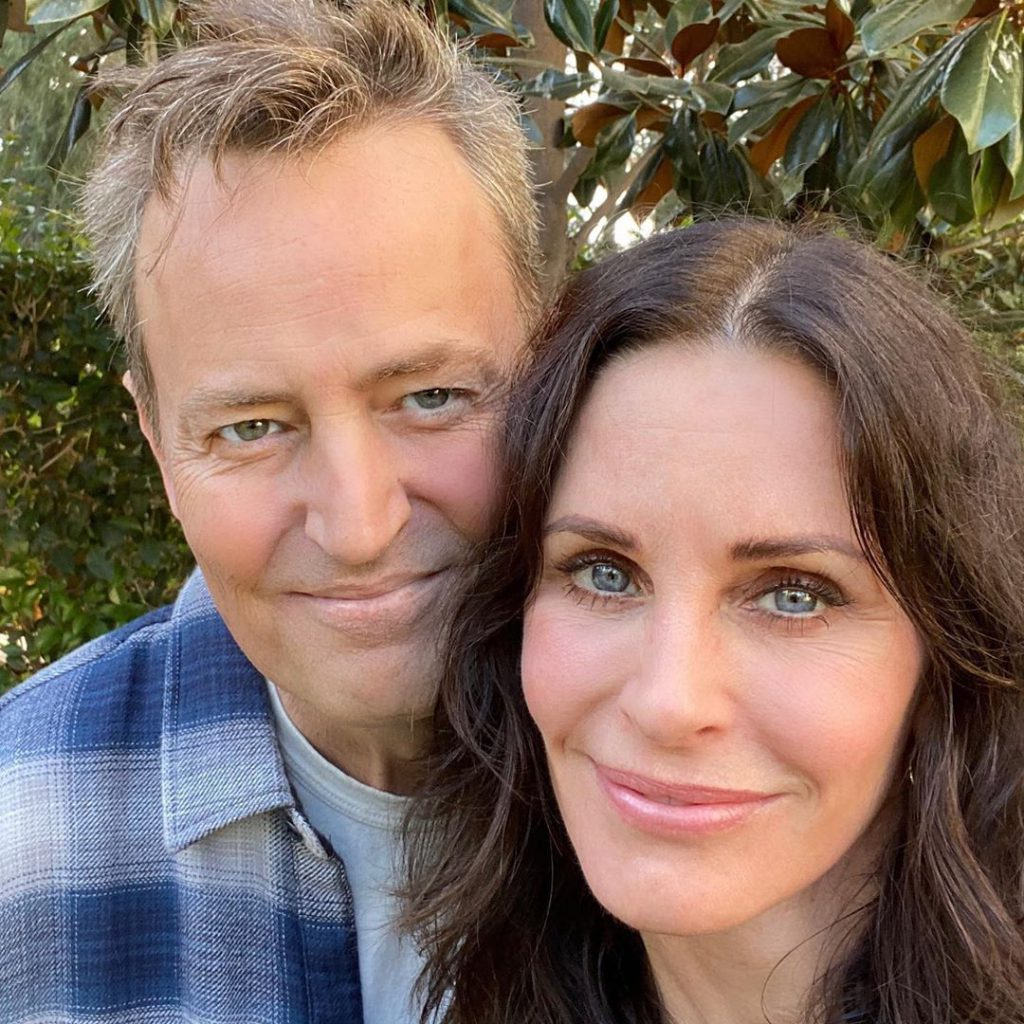 Courtney Cox (Monica) near Matthew Perry (Chandler) in another photo the revival of the Friends network growth in recent times, Photo: Instagram.