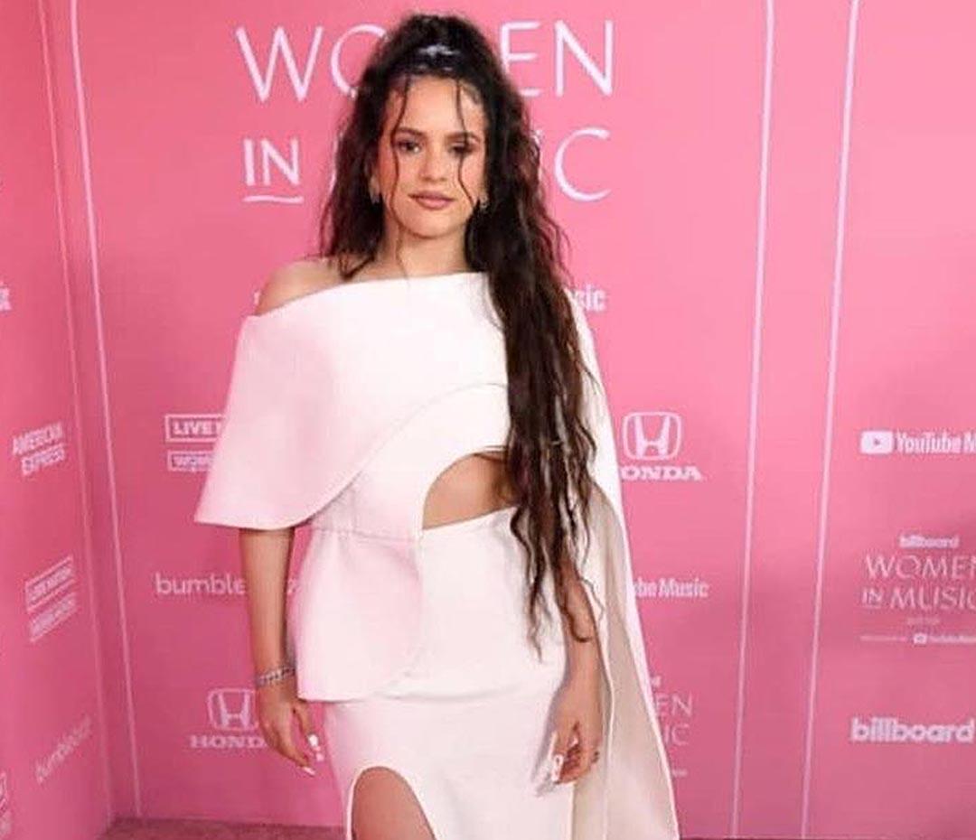 Rosalía reinventó el look nupcial en la red carpet de los Billboard