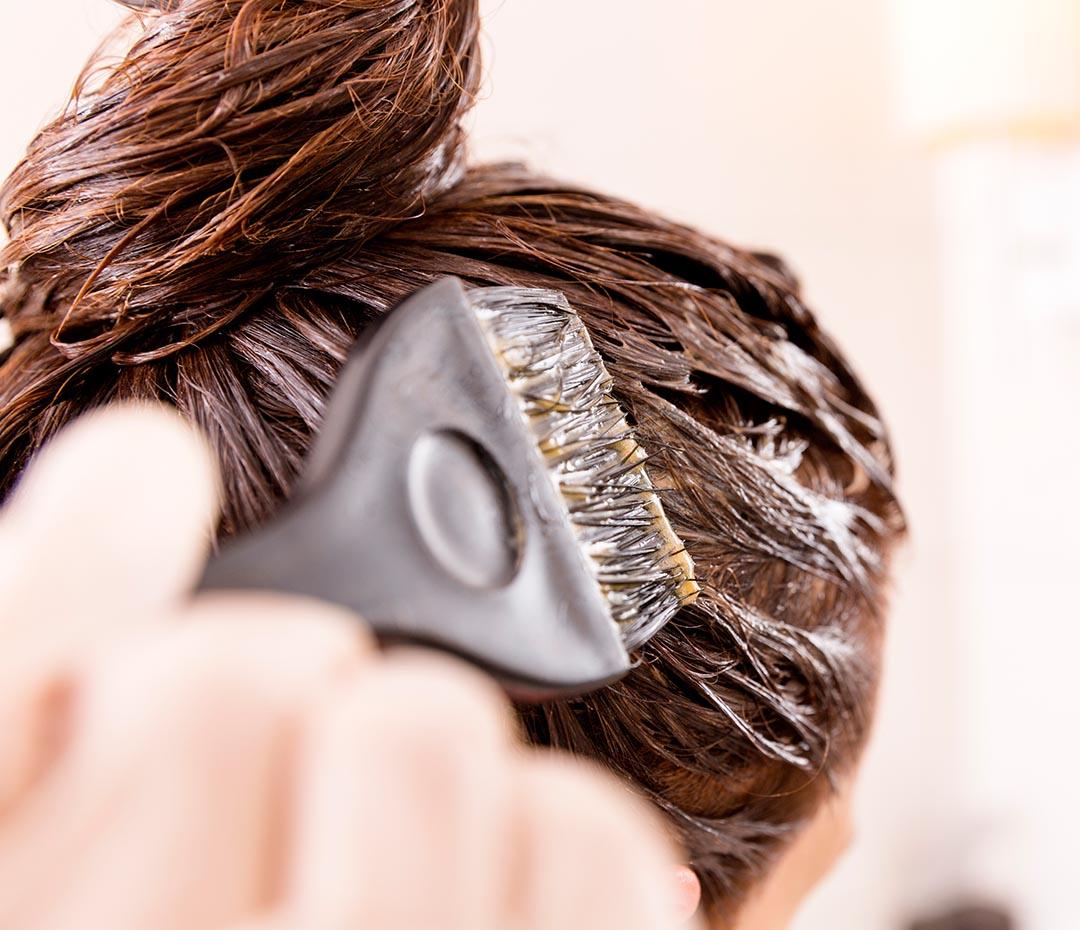 Tinturas y cáncer de mama: ¿teñirse el pelo puede ser peligroso?