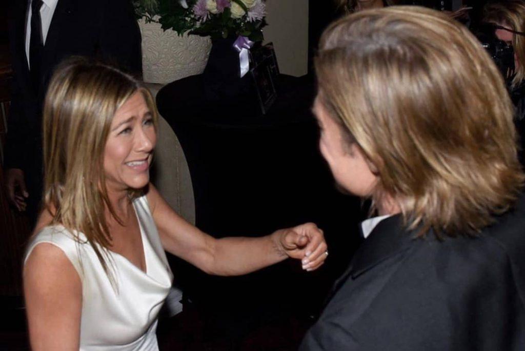 El saludo ganador y sincero de Aniston y Pitt durante los SAG Awards Foto: Instagram.