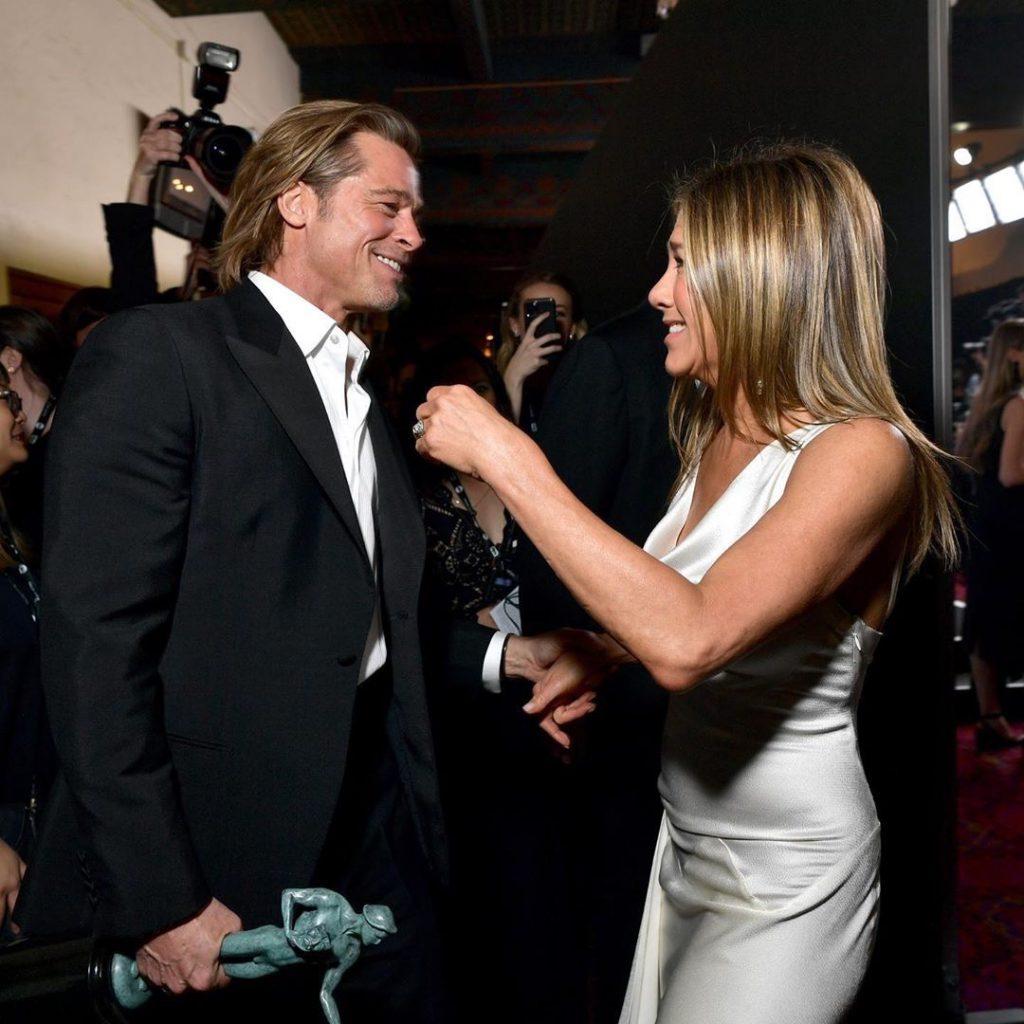 Brad Pitt y Jennifer Aniston juntos, detrás de la escena de los premios SAG Awards. Foto: Instagram.