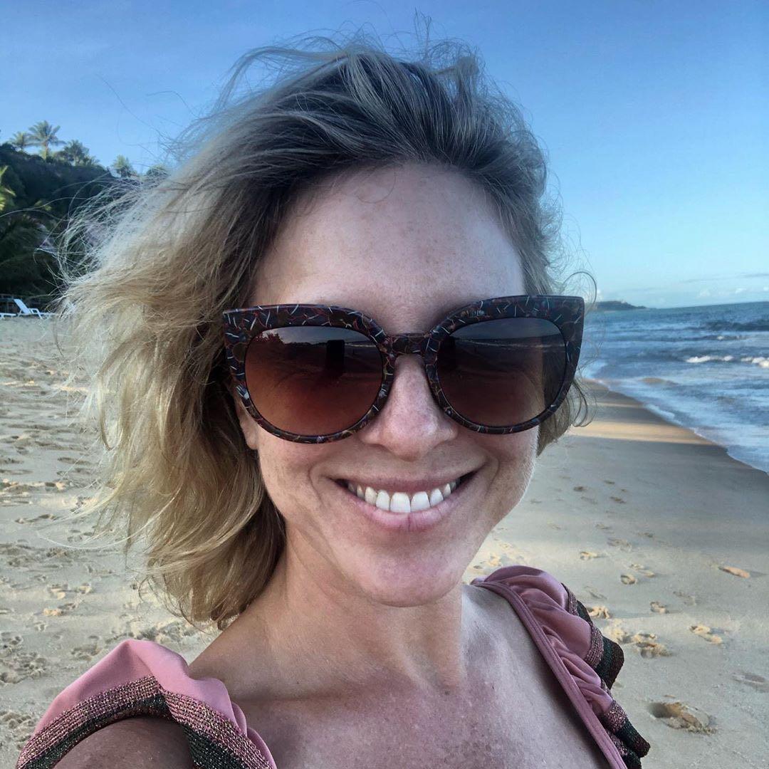 Carla Peterson tiene la fórmula perfecta para lookearse a la hora de ir a la playa