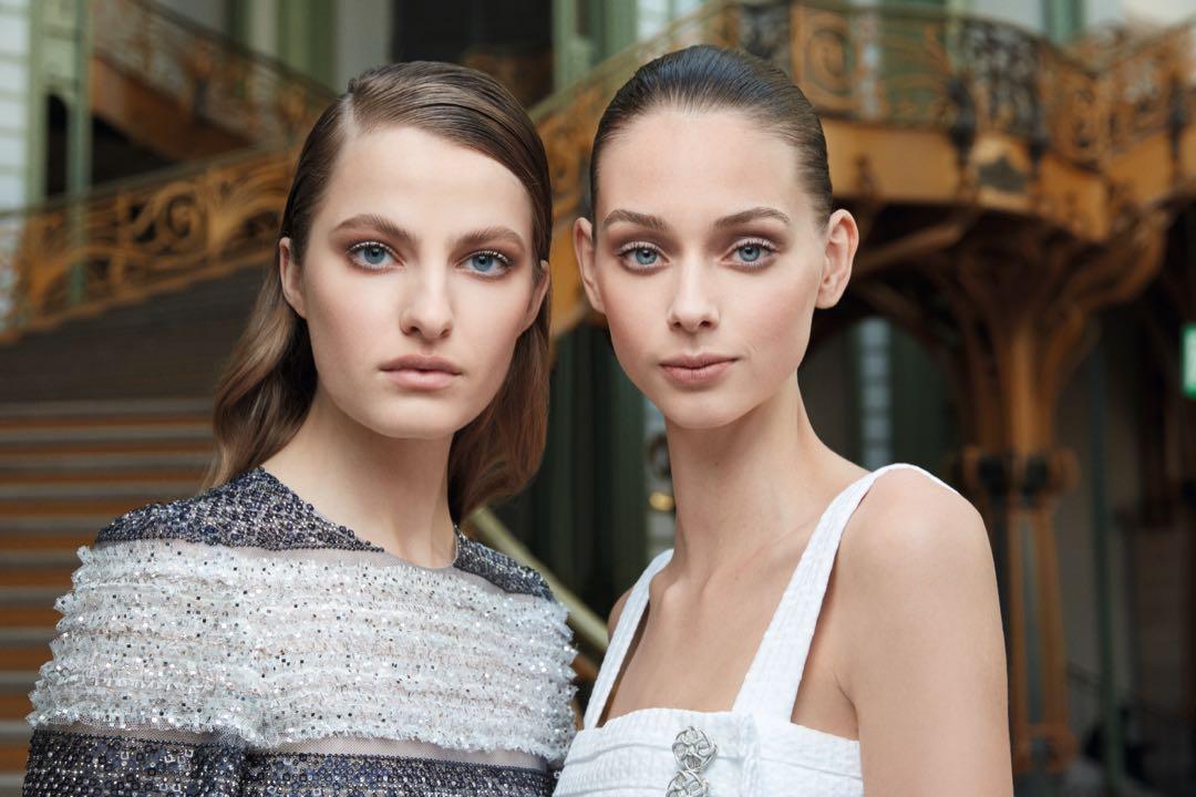 Cómo resolver un look de fiesta de la manera más fácil (o los peinados que Chanel subió a la pasarela)