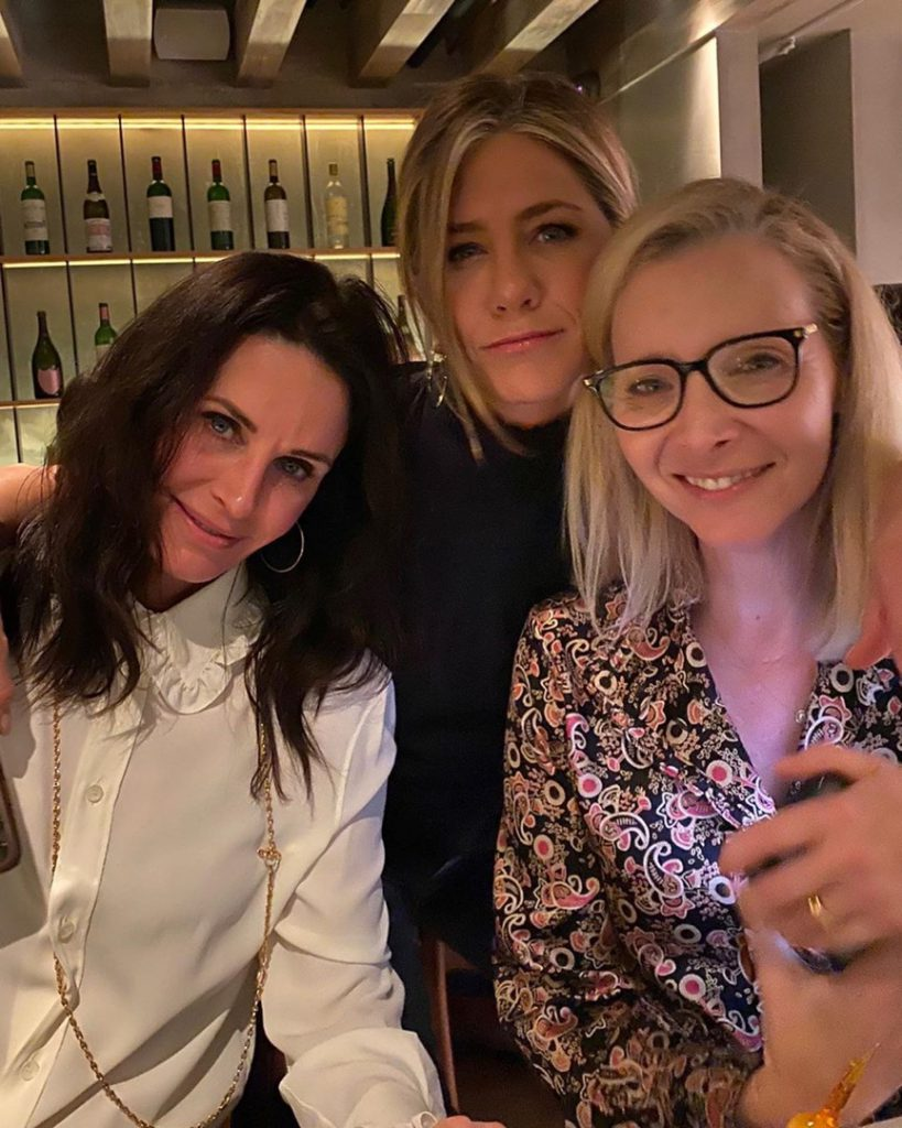 Jennifer aniston Courtney Cox and Lisa Kudrow together! as in