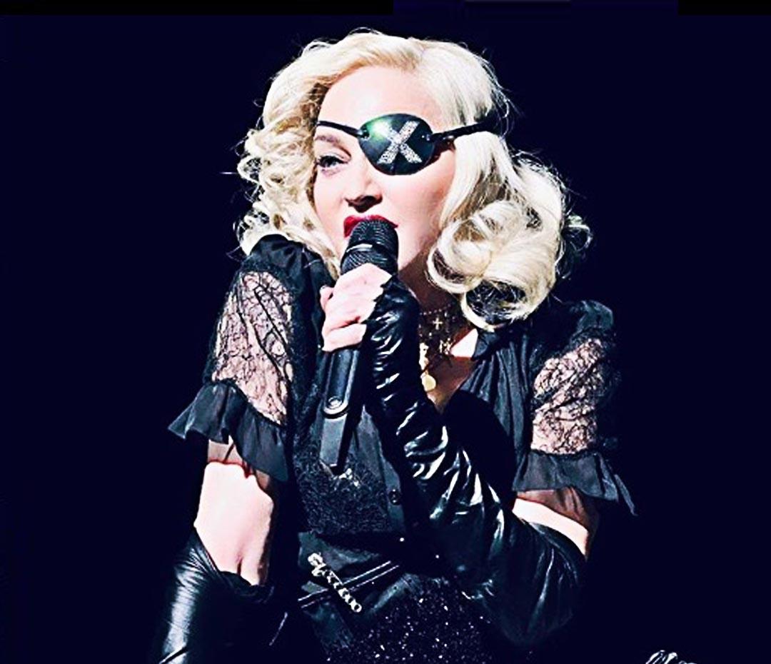 Madonna canceló shows pero, bastón en mano, ¡se fue de fiesta!