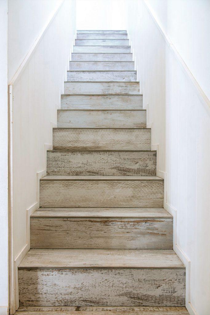La escalera que lleva a los dormitorios de la planta alta