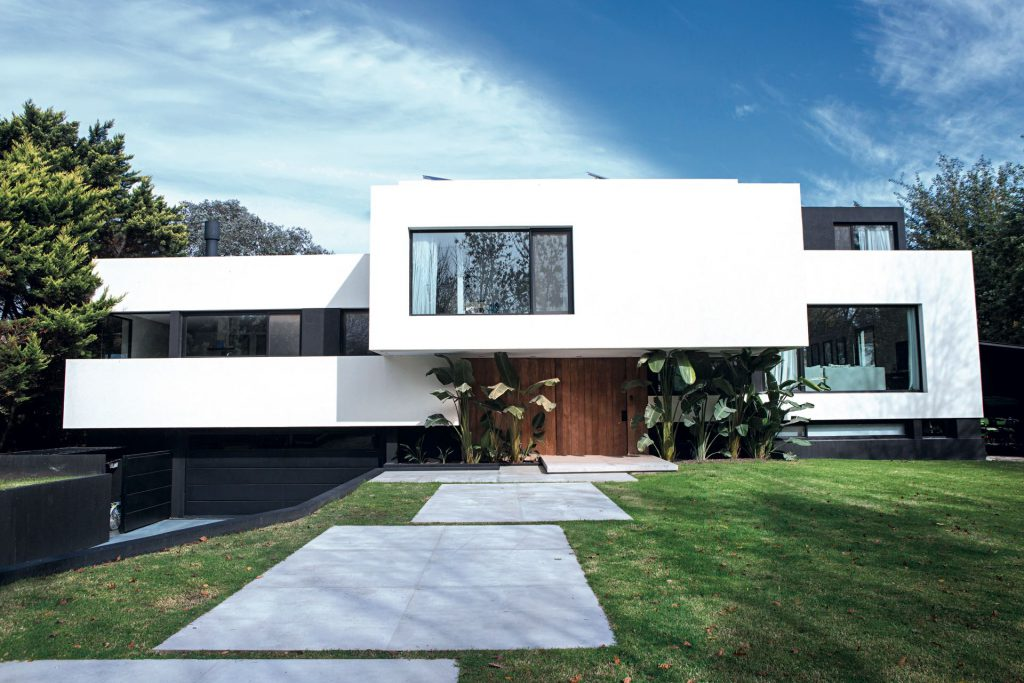 El estudio de Andrés Remy apostó a una arquitectura vanguardista, con módulos asimétricos