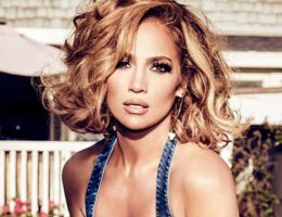 Una nueva serie de fotos de Jennifer Lopez que posa para la marca Guess.