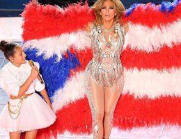 Jennifer Lopez y su hija Emme cantan juntas en el Super Bowl 2020