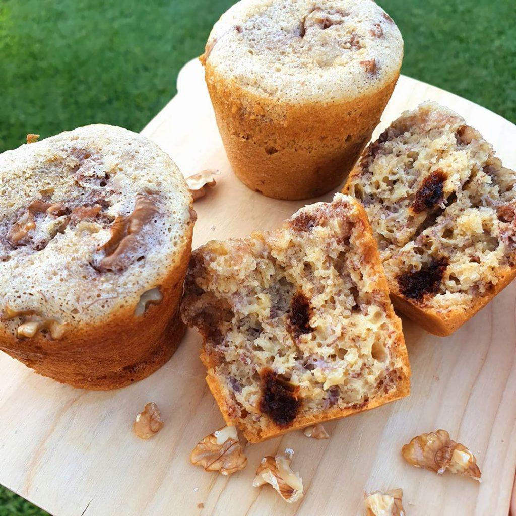 Muffins de banana y canela con harina de garbanzos.