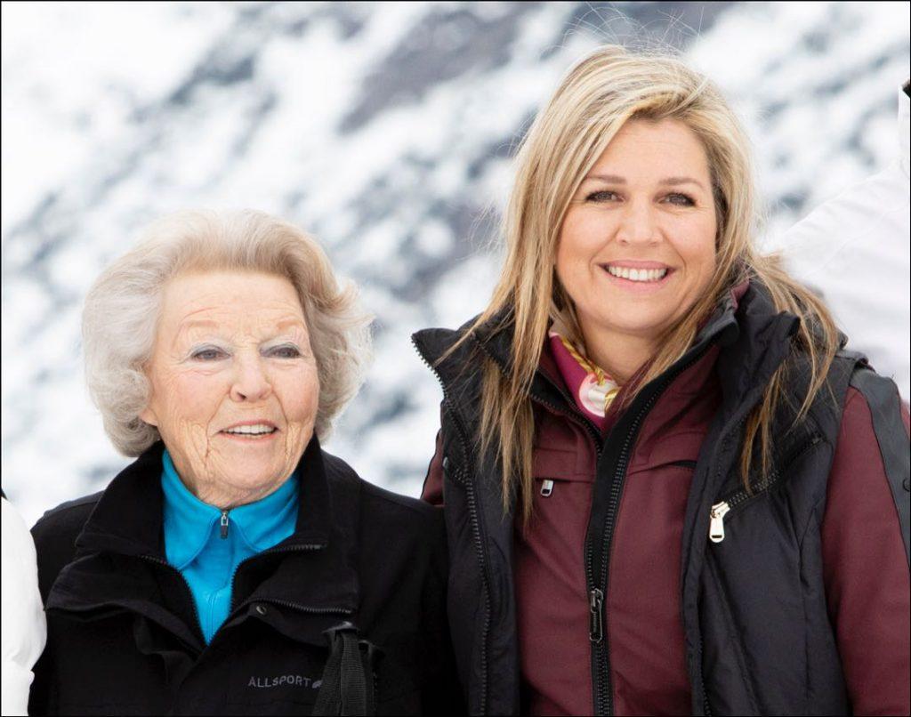 Reina Maxima en la nieve Retrato oficial con sus suegra reina y familia