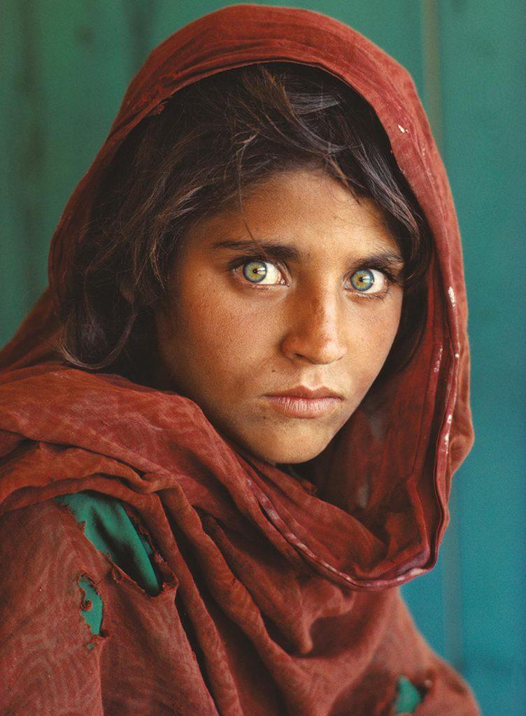 """Sharbat Gula, """"la niña afgana"""", uno de los más célebres rettratos de la colección National Gerographic."""