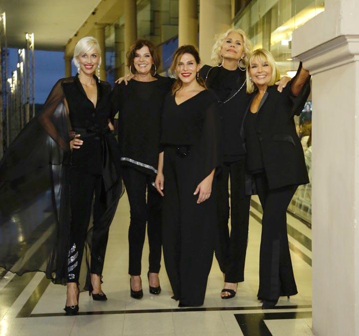Ingrid Grudke y las cuatro #MUJERESQUEHACEN: Adriana Costantini, Tini DeBocurt, Nora Portella y Maby Autino.