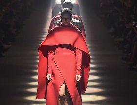 """Kaia Gerber. Show """"Givenchy"""" como parte de la Semana de la Moda de París Ropa de mujer Otoño / Invierno 2020/2021 el 1 de marzo de 2020 en París, Francia."""