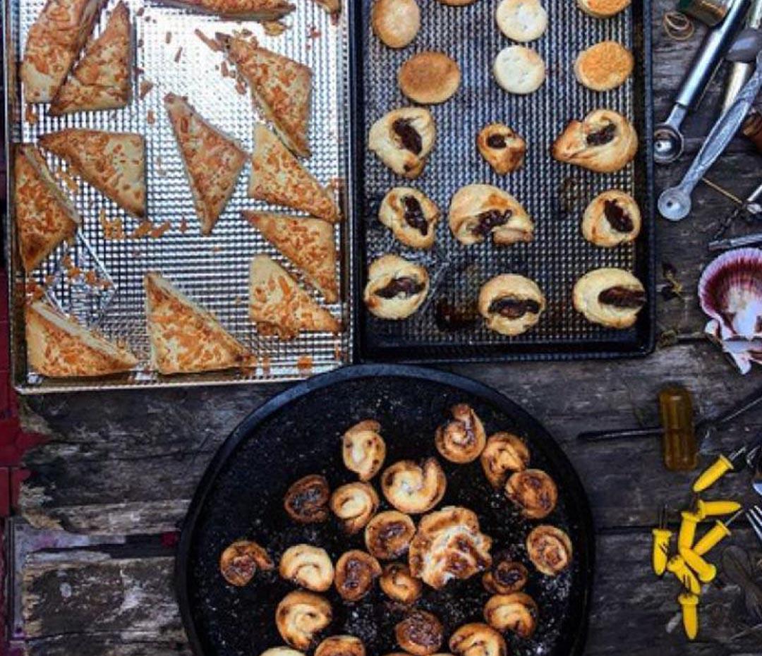 La receta para hacer palmeritas, galletas y bizcochos con una sola masa de cuarentena