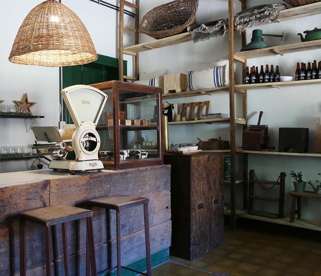 La antigua panadería de un pueblo rural reciclada sin perder el aura de su pasado