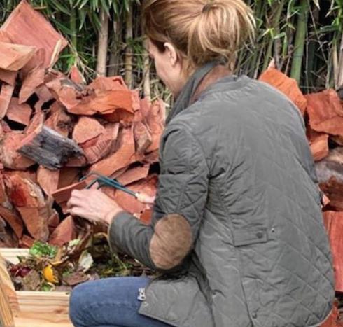 Sabemos cuál es el secreto del jardín y la huerta de Juliana Awada: ¡esta compostera!
