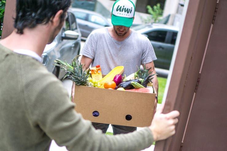 Dos amigos hicieron del delivery de frutas un gran negocio