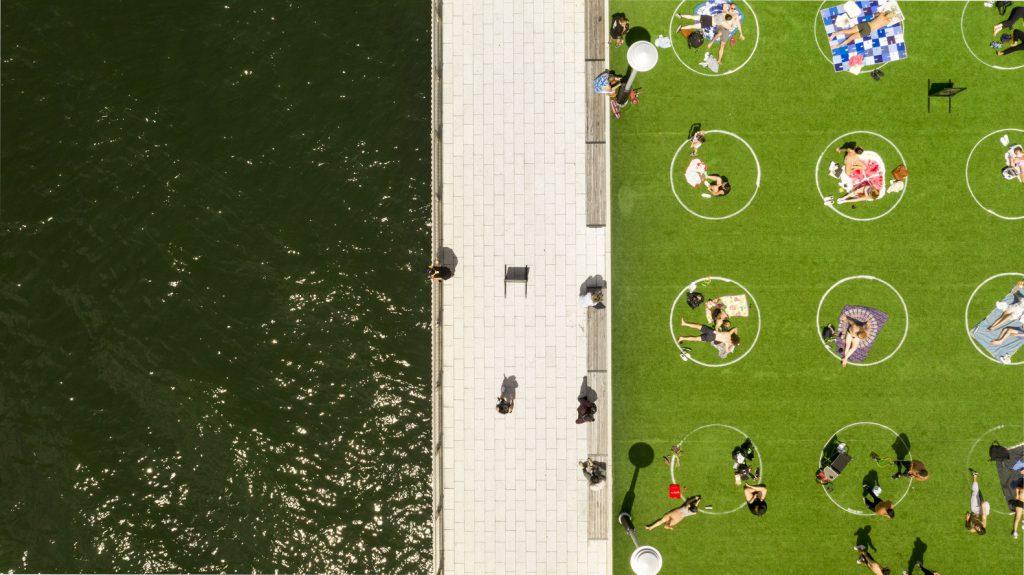 Distancia social. Parque de Nueva York. Covid 19