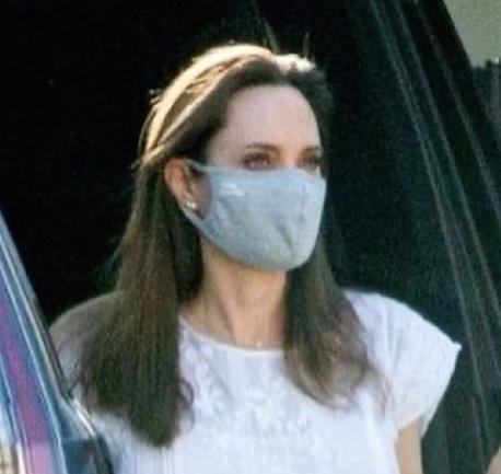Apareció Angelina Jolie y dio cátedra sobre el look que será tendencia este verano