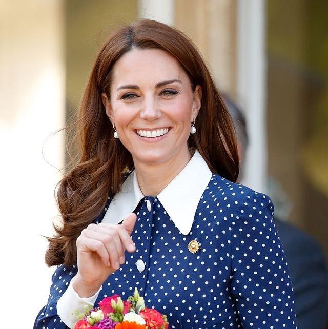 Sin barbijo Kate Middleton ya disfruta a pleno de sus looks de verano