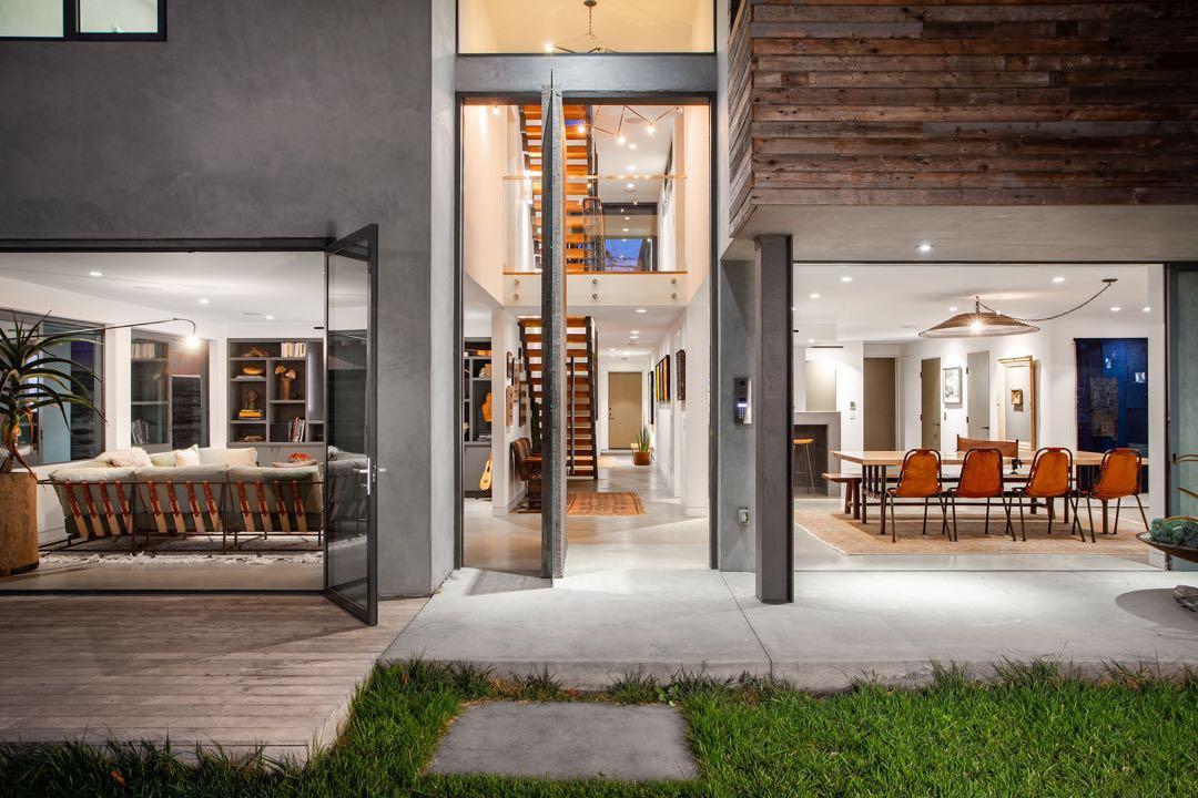 La casa súper vanguardista de Anna Paquin por dentro