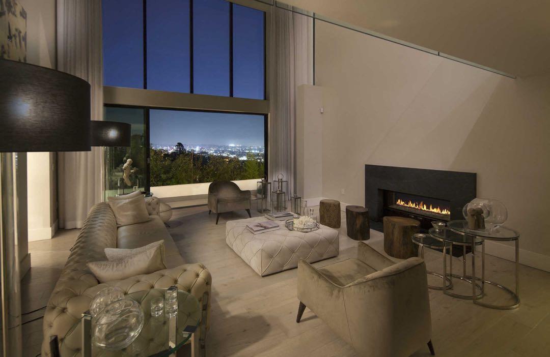 La mansión minimalista de Demi Lovato (conocela antes de que entregue la llave)