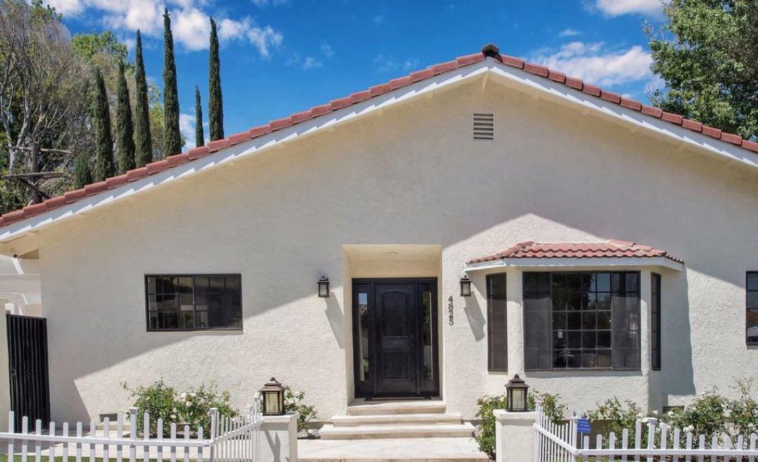 La casa de verano en California que compró Jennifer López por dentro