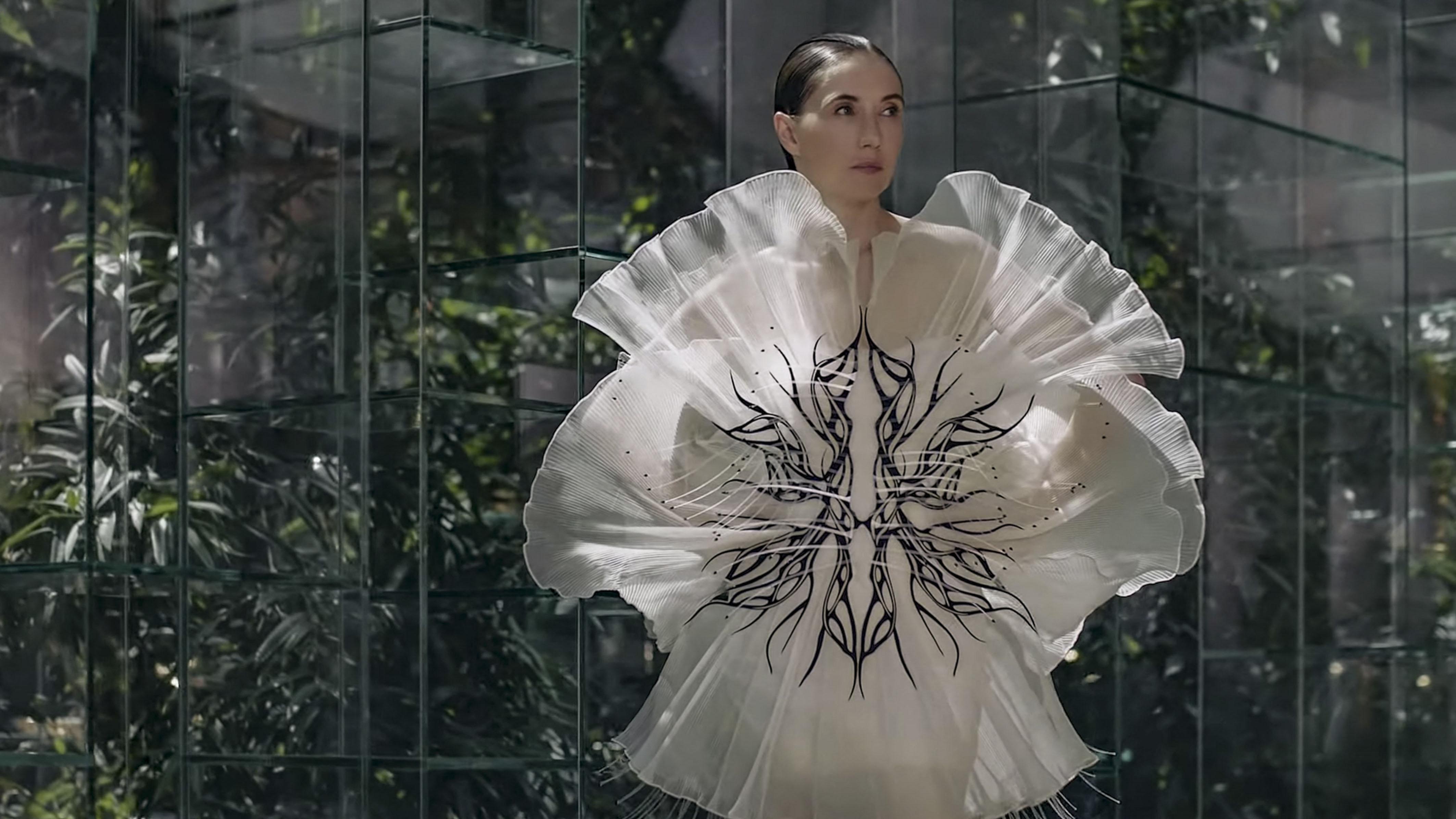 Una actriz de Game of Thrones, musa de Iris Van Herpen para mostrar su colección alta costura