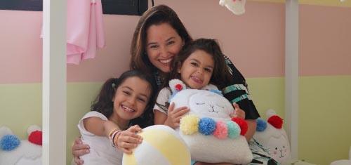 Mariana Belém surpreende as filhas com Brinquedoteca Amiguinhas Lhamas - Mariana Belém
