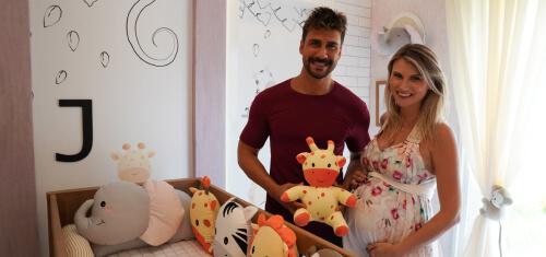 Júlio Rocha se emociona com quarto de bebê e brinquedoteca do primeiro filho! - Júlio Rocha e Karoline Kleine.
